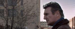 """Trailer espa�ol de """"Caminando Entre las Tumbas"""""""
