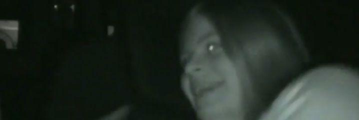"""V�deo: Una chica se atrevi� a ver """"Annabelle"""" a solas en un cine con la mu�eca"""