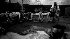 """Un instituto de Tennessee proyecta """"The Human Centipede 2"""" a sus alumnos (y se monta una gorda)"""