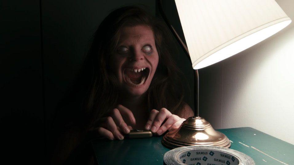 """""""Lights Out"""", el título producido por James Wan, llegará a España en agosto"""