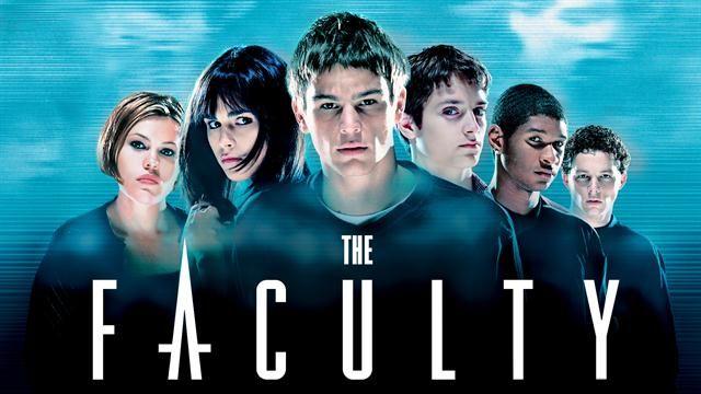 """""""The Faculty"""": Tráiler español de la película que hoy cumple 18 años"""