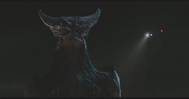 """""""Colossal"""": Nuevo tráiler oficial de la monstruosa película de Vigalondo"""