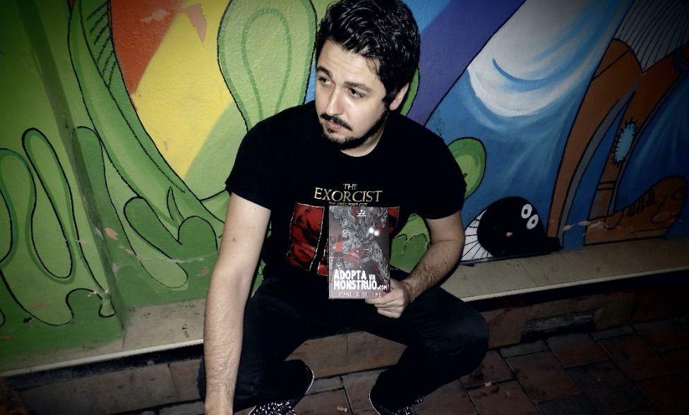 """Entrevistamos a Manu Riquelme, autor de """"Adopta un Monstruo"""""""