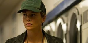 "Primer p�ster de ""Dark Places"""